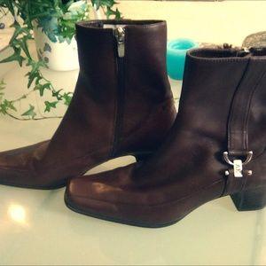 Anne Klein I-flex leather booties, size 6.5